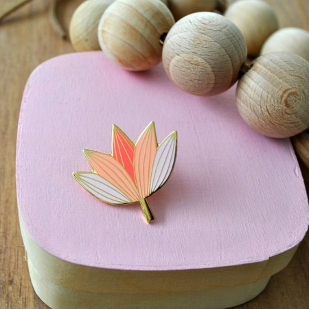Pin's Lotus rose