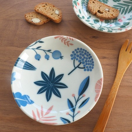 Porcelain plate with poetry pattern