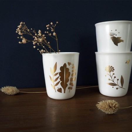 Gobelet en porcelaine bouquet or