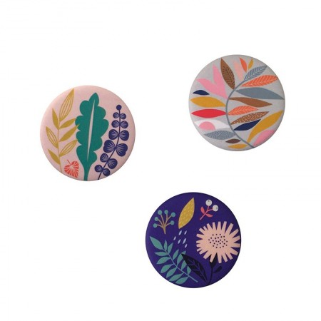 3 round Magnet with Blossom pattern